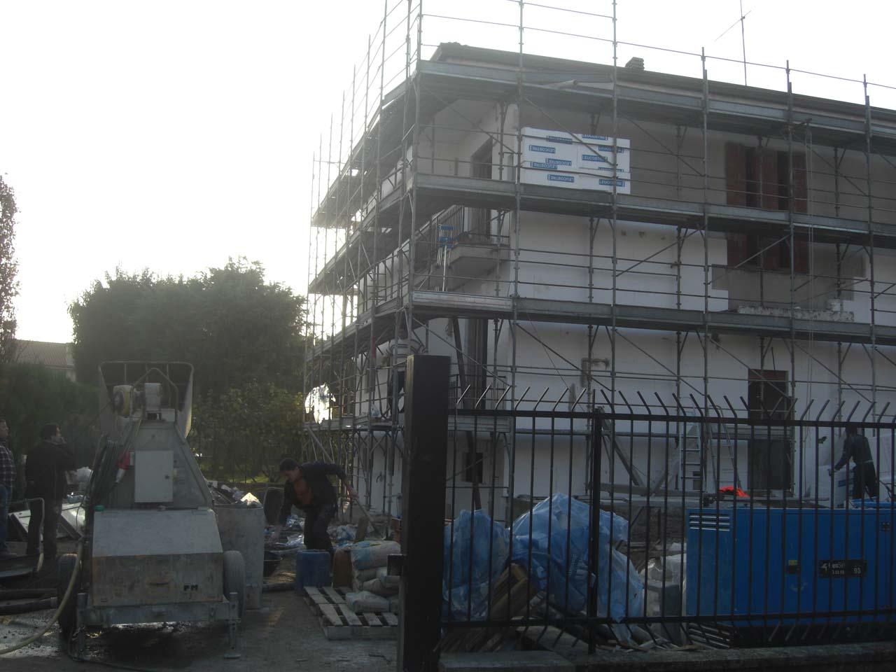 """CoCoter snc: fotografia """"Ristrutturazione Villetta facciata esterna"""""""