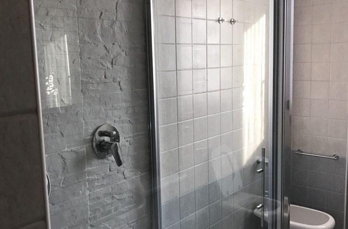 Trasformazione di una vasca da bagno in una comoda doccia