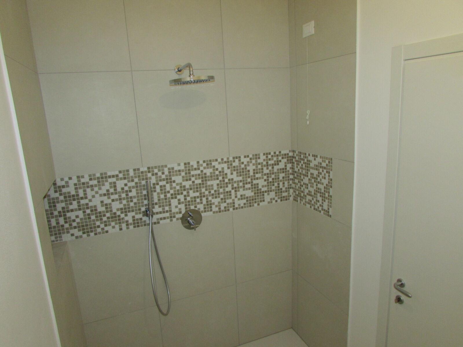 CoCoter snc: fotografia Ristrutturazione doccia