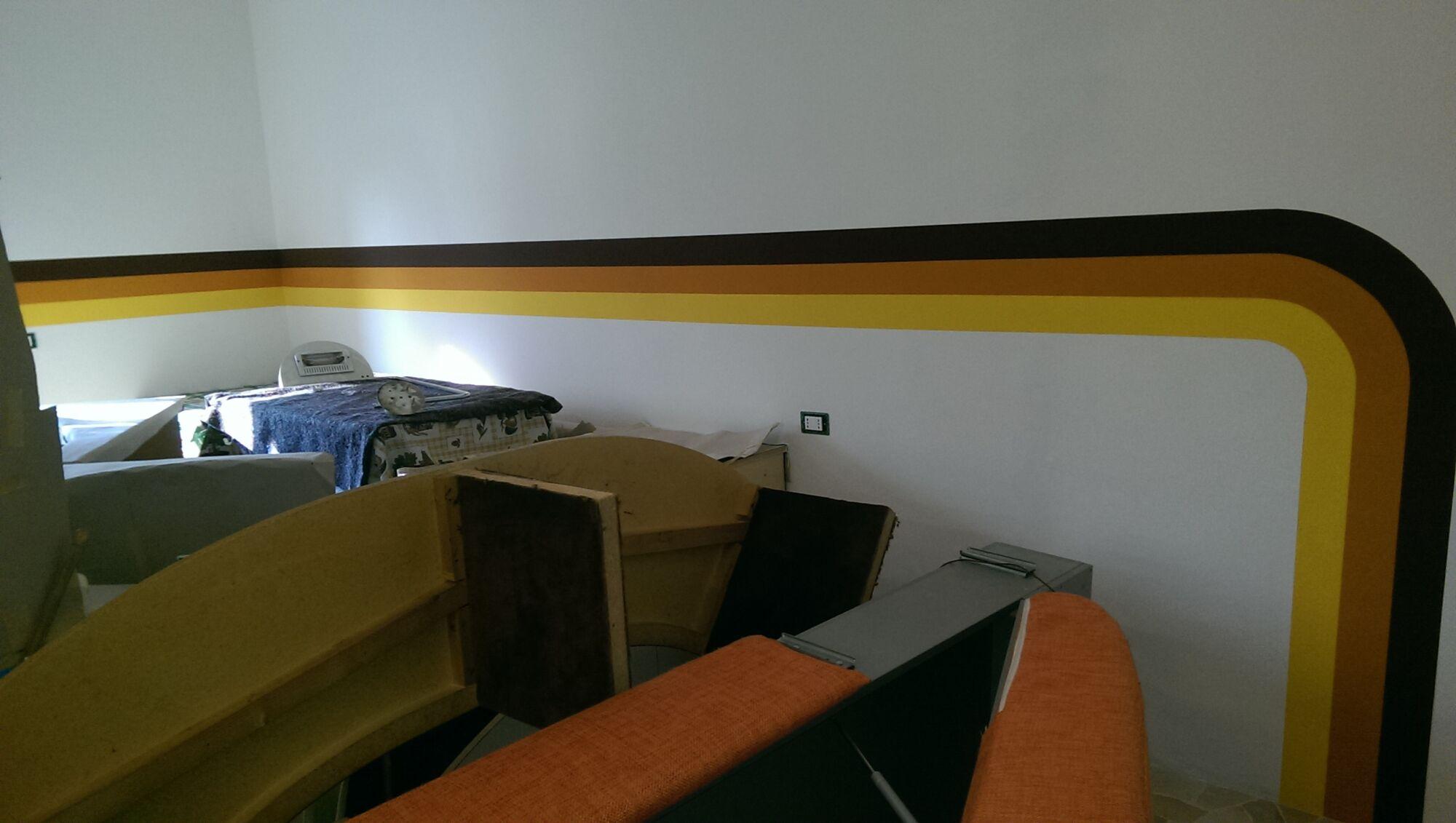 """CoCoter snc: fotografia dello """"striscio mania"""" in nero, arancione e giallo"""