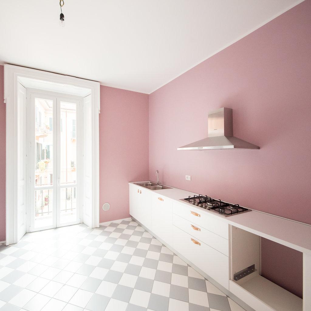 """CoCoter snc: fotografia """"Ristrutturazione appartamento dell'800, cucina rosa"""""""